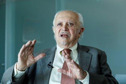 Confirmaron el deceso de Mario Molina, científico mexicano ganador del Premio Nobel en 1995 (Foto: EFE / José Méndez)
