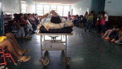 Los desoladores hospitales en Venezuela, sin espacio, camas ni insumos