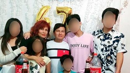 La familia Moreno: los padres nacieron en Perú y los hijos son todos argentinos; juntos viven en Berisso