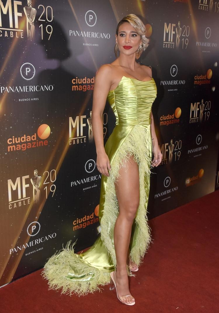 Sol Pérez y su vestido; se lo diseñaron especialmente modistas de Rosario (Fotos: Nicolas Stulberg)