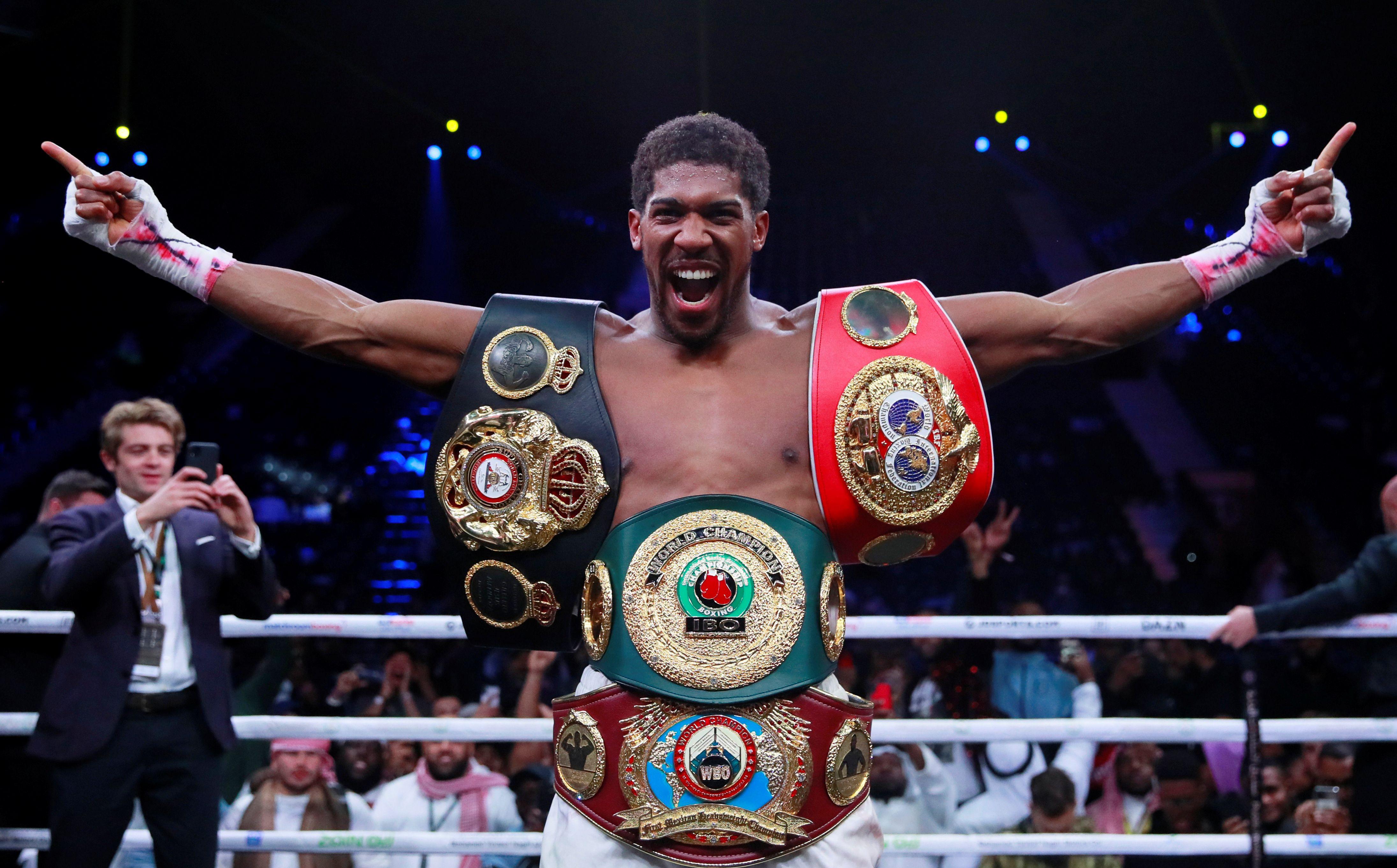 Anthony Joshua consiguió de nuevo los tres cinturones que perdió en junio pasado(Foto: Reuters/Andrew Couldridge)