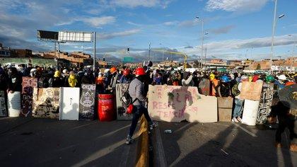 Buga: enfrentamientos entre ESMAD y manifestantes dejaron 8 heridos