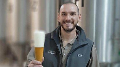 """Ramiro Acerbi es socio fundador de cerveza artensanal """"Única"""" y la persona a cargo de la fabricación."""