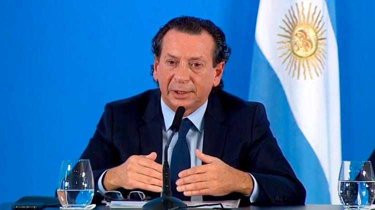 """El ministro de Producción y Trabajo, Dante Sica, afirmó: """"los supermercados controlarán que los consumidores no acopien productos"""""""