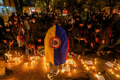 Velatón durante el 6 de mayo de 2021, en respuesta a las víctimas mortales que han dejado las jornadas de protesta, empañadas por abusos policiales y vandalismo.  REUTERS/Nathalia Angarita