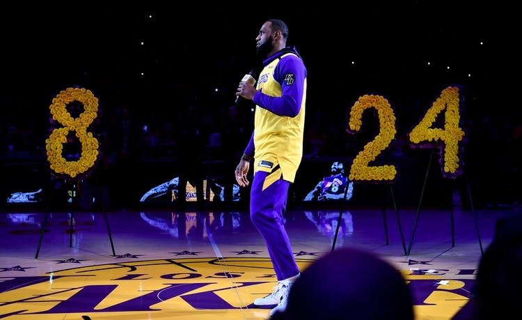 Los Angeles Lakers le realizaron un homenaje en el Staples Center antes del duelo ante Portland Trail Blazers (USA TODAY Sports)