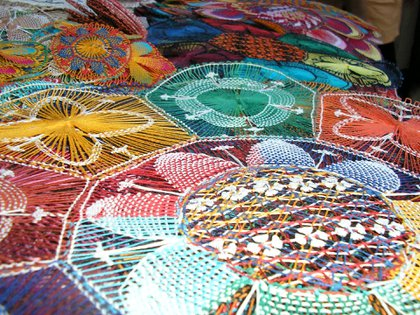 La cestería de karanda'y (palmera) como también la alfarería y la cerámica son artes y oficios propios de estas cálidas latitudes.