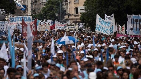 Miles de docentes nucleados en la CTERA marcharon hacia Pizzurno. Crédito: Adrián Escándar