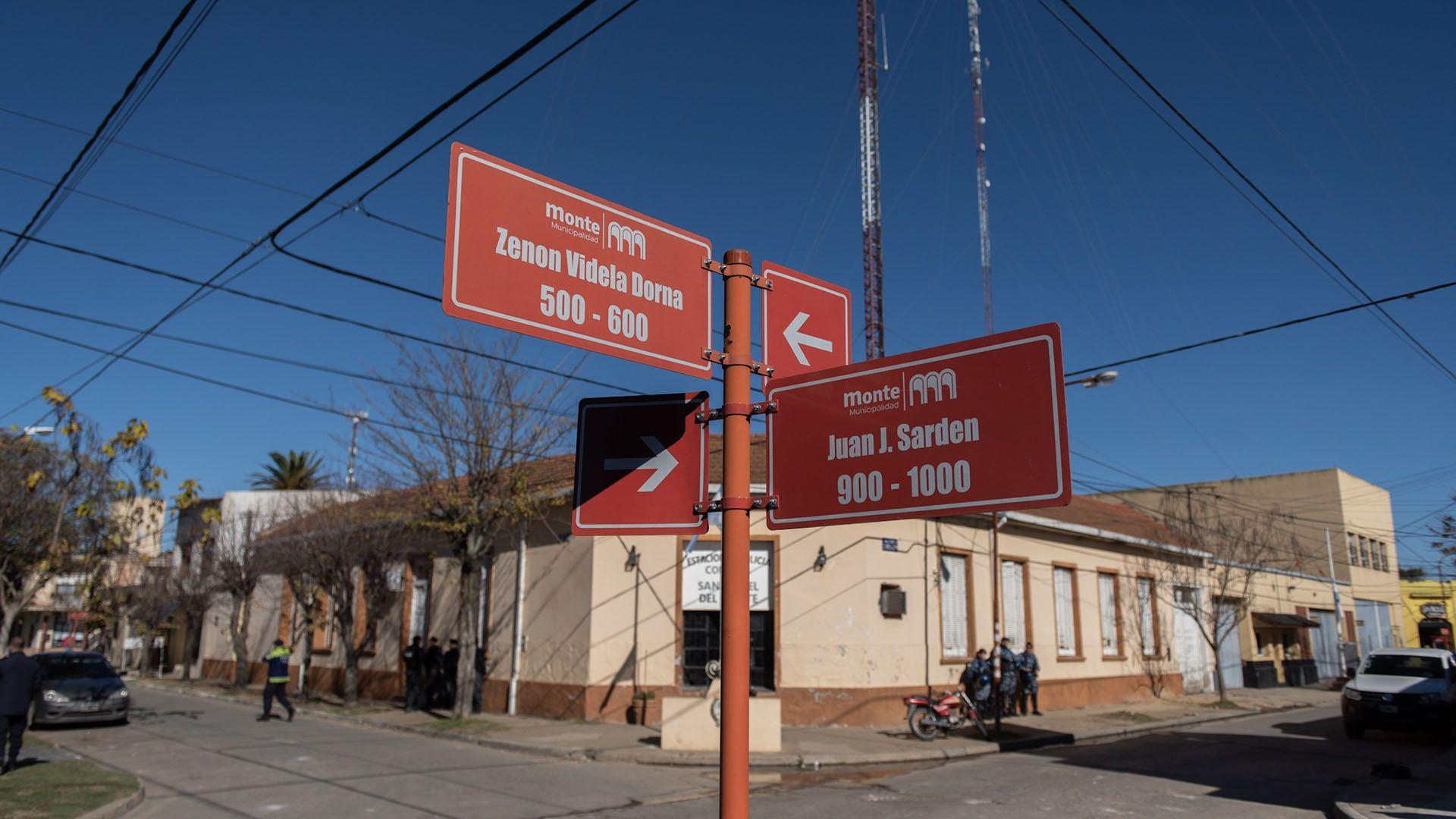 La estación de policía comunal de San Miguel del Monte, donde trabajan doce de los trece detenidos (Adrián Escandar)