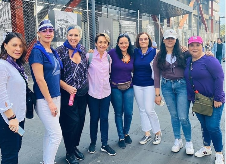 Margarita Gralia y Anette Michel en la Marcha por el Día de la Mujer (IG: graliapulido)