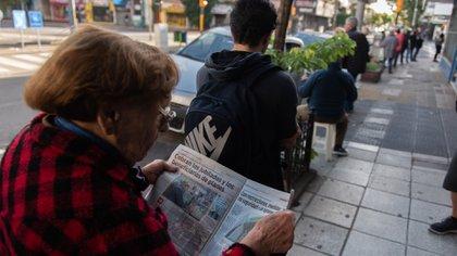 Buscan alternativas para evitar el colapso en las sucursales bancarias y sus cajeros (Adrián Escandar)