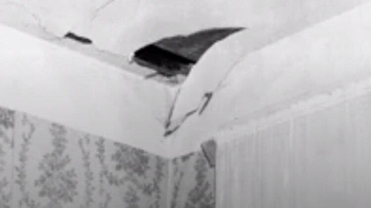 La roca espacial perforó el techo de su casa y rebotó en una consola de radio antes de golpearla (Universidad de Alabama)
