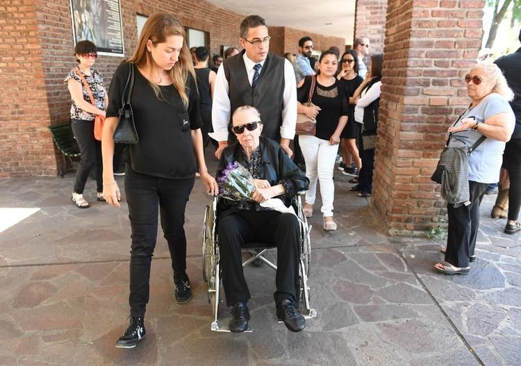 Pinky, en el último adiós a su hijo, Leo Satragno (Foto: Maximiliano Luna)