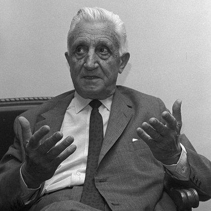 Arturo Illia (AP)