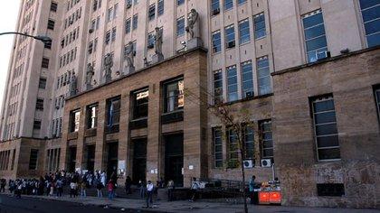 Frente de la Facultad de Medicina de la UBA