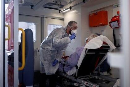 El estudio de la OMS con países involucrados, supone un compromiso mundial para buscar la cura de la pandemia (REUTERS/Christian Hartmann)