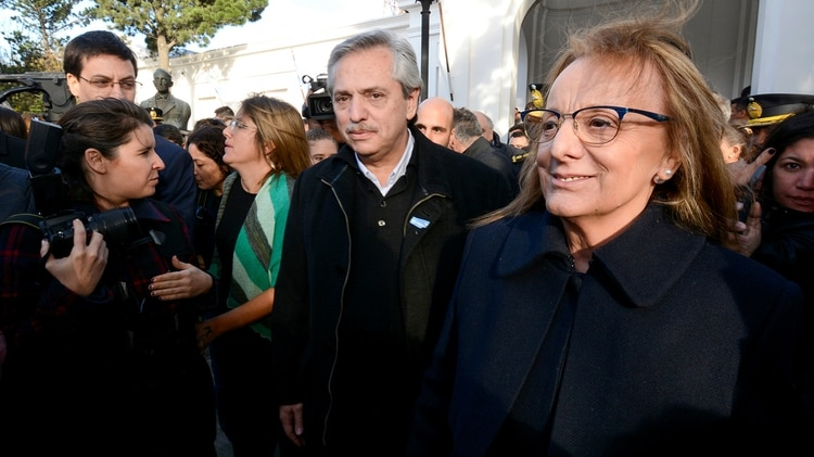 Alberto Fernández y la gobernadora Alicia Kirchner (REUTER)