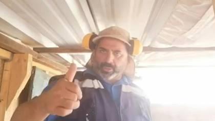 """""""No se rindan"""", """"organicen rutinas"""", """"sentido del humor"""", """"obedezcan a los que saben"""". Así alentó a los chilenos Mario Sepúlveda, uno de los 33 mineros que pasaron 69 días atrapados en una mina colapsada, en 2010."""