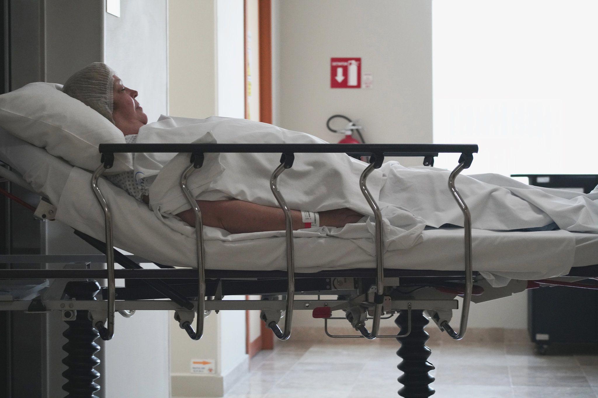 Donna Ferguson, de Ecru, Misuri, viajó a un hospital privado en Cancún, México, para que le remplazaran la rodilla en julio (Foto: Rocco Saint-Mleux para Kaiser Health News)