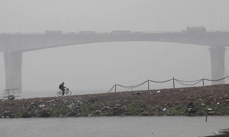 Uno de los muchos puentes en Wuhan, un importante polo de transporte en el centro de China