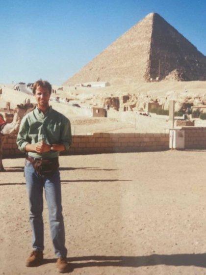 El conductor tenía 22 años cuando visitó por primera vez las pirámides de Egipto.