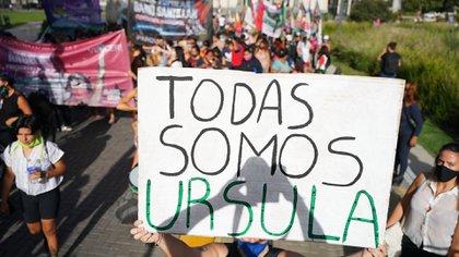 """""""Por Úrsula, por todes"""", decía la convocatoria del colectivo Ni Una Menos. El nombre de la joven de 18 años asesinada por su ex pareja se vio en cada cartel de la marcha (Foto: Franco Fafasuli)"""