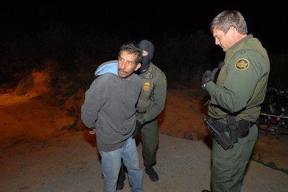 Rescatan a cinco niñas migrantes en Texas, entre ellas una bebé