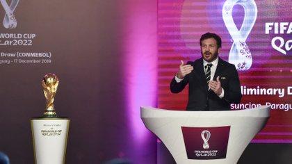 Alejandro Dominguez, presidente de la Conmebol, durante el sorteo de las Eliminatorias a Qatar 2022 realizado en diciembre del 2019 (AFP)
