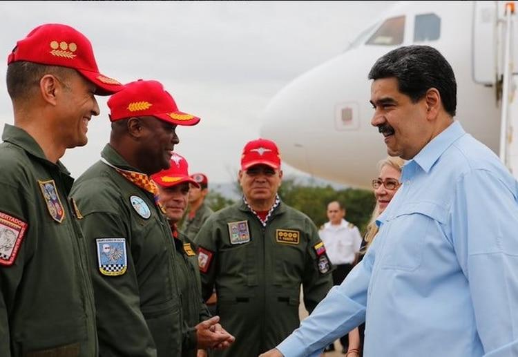 Pedro Alberto Juliac Lartíguez junto a Nicolás Maduro