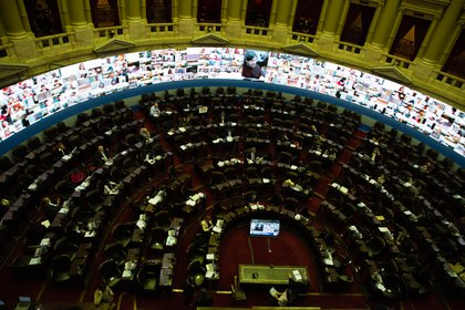 Diputados sesionó con poca presencia en el recinto y la gran mayoría de los diputados de manera remota