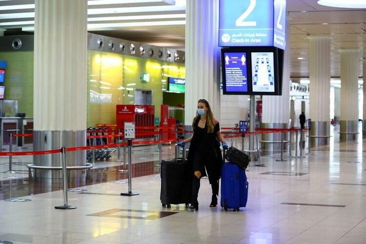 Las aerolíneas proponen opciones de autoservicio en los aeropuertos para evitar las filas (REUTERS/Ahmed Jadallah)