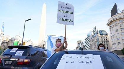"""""""La educación presencial es esencial"""", se leyó en uno de los carteles"""