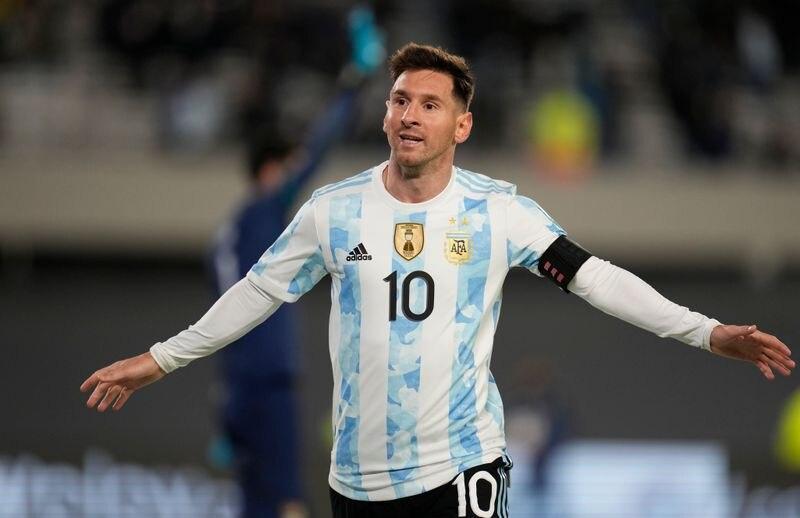 Lionel Messi celebra uno de los tres goles que marcó con Argentina con los que se convirtió en máximo goleador de selecciones sudamericanas. Estadio El Monumental, Buenos Aires, Argentina. 9 de septiembre de 2021. REUTERS/Natacha Pisarenko