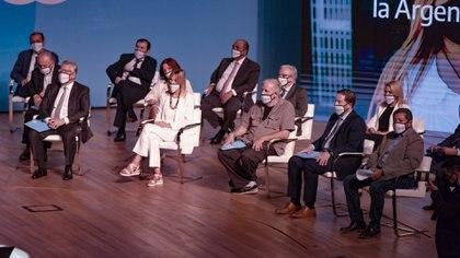 Grupo de consejeros en la presentación del Consejo Económico y Social