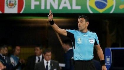 Roberto Tobar fue el árbitro de la final de la Copa América de Brasil 2019 (REUTERS/Ricardo Moraes)