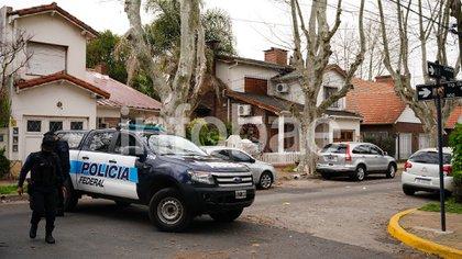 Policía Federal custodiando los alrededores de la Quinta de Olivos