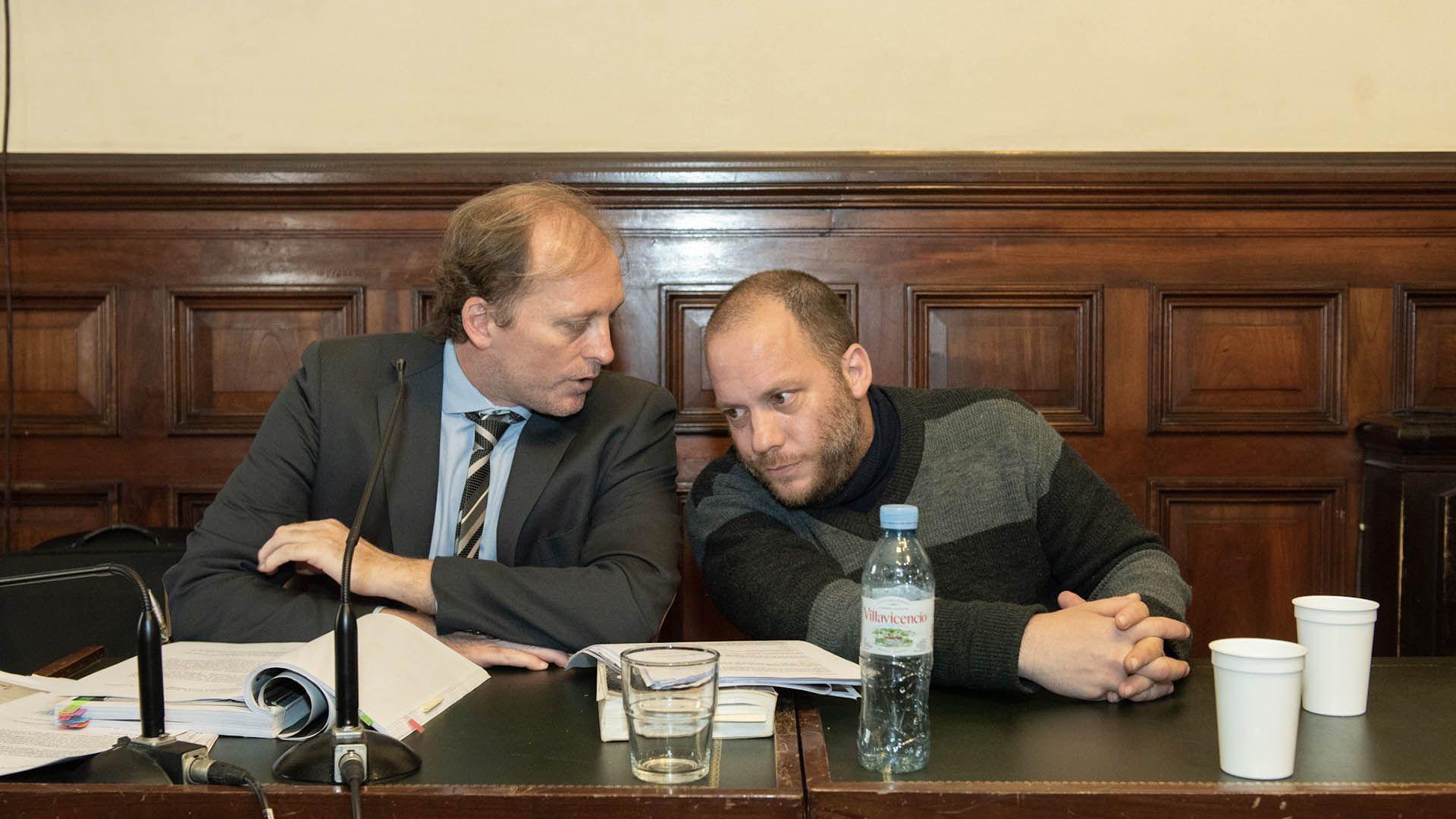 Lucas Carrasco y su abogado, este miércoles en tribunales (Fotos: Adrián Escándar)