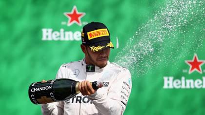 Hamilton, uno de los grandes pilotos en la historia de la F1, aprovecha su fama para hablar de temas sensibles, como el medio ambiente (AFP)