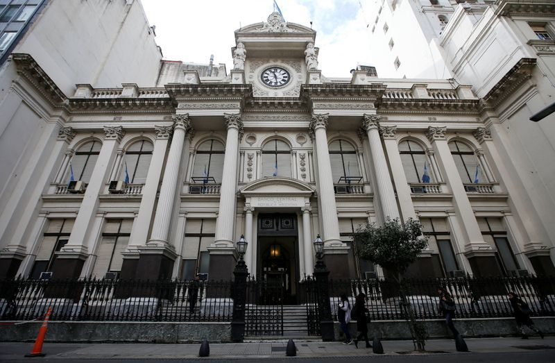 FILE PHOTO.  The facade of the Central Bank of the Argentine Republic, in Buenos Aires.  September 2, 2019. REUTERS / Agustín Marcarián