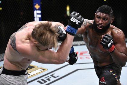 Curtis Blaydes ataca al ruso Alexander Volkov en la UFC Fight Night. Foto: Chris Unger/Zuffa LLC