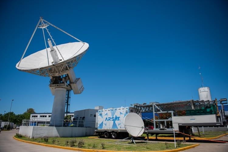 ARSAT inició negociaciones con INVAP para el lanzamiento de tercer satélite.