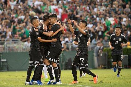 Alvarado marcó su primer gol oficial con México (Foto: Twitter @miselecciónmx)