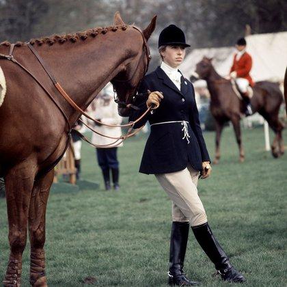 La princesa Ana con su famoso caballo Doublet en las pruebas de caballos de bádminton, en los 60'