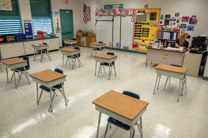 Las autoridades han habilitado a las escuelas a reabrir, aunque cada establecimiento decidirá cuándo (EFE/EPA/CRISTOBAL HERRERA-ULASHKEVICH)