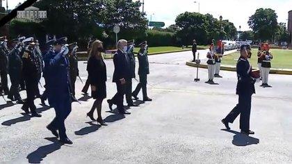 Cúpula militar, presidente y vicepresidenta en el acto de despedida del ministro Carlos Holmes.