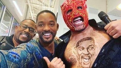 Pero los dos intérpretes estallaron a carcajadas cuando el Escorpión Dorado les mostró que dibujó el rostro de Will Smith con el vello que tiene sobre sus pectorales. (Foto: captura de pantalla)