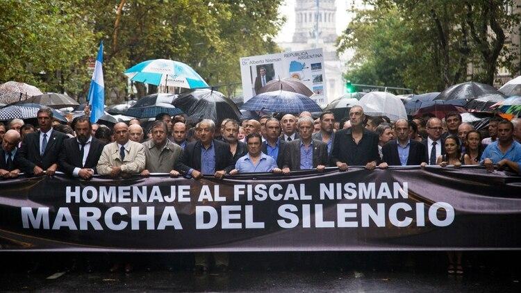 La primera marcha en homenaje a Alberto Nisman se hizo a pocos días de que fuera encontrado muerto. (NA)