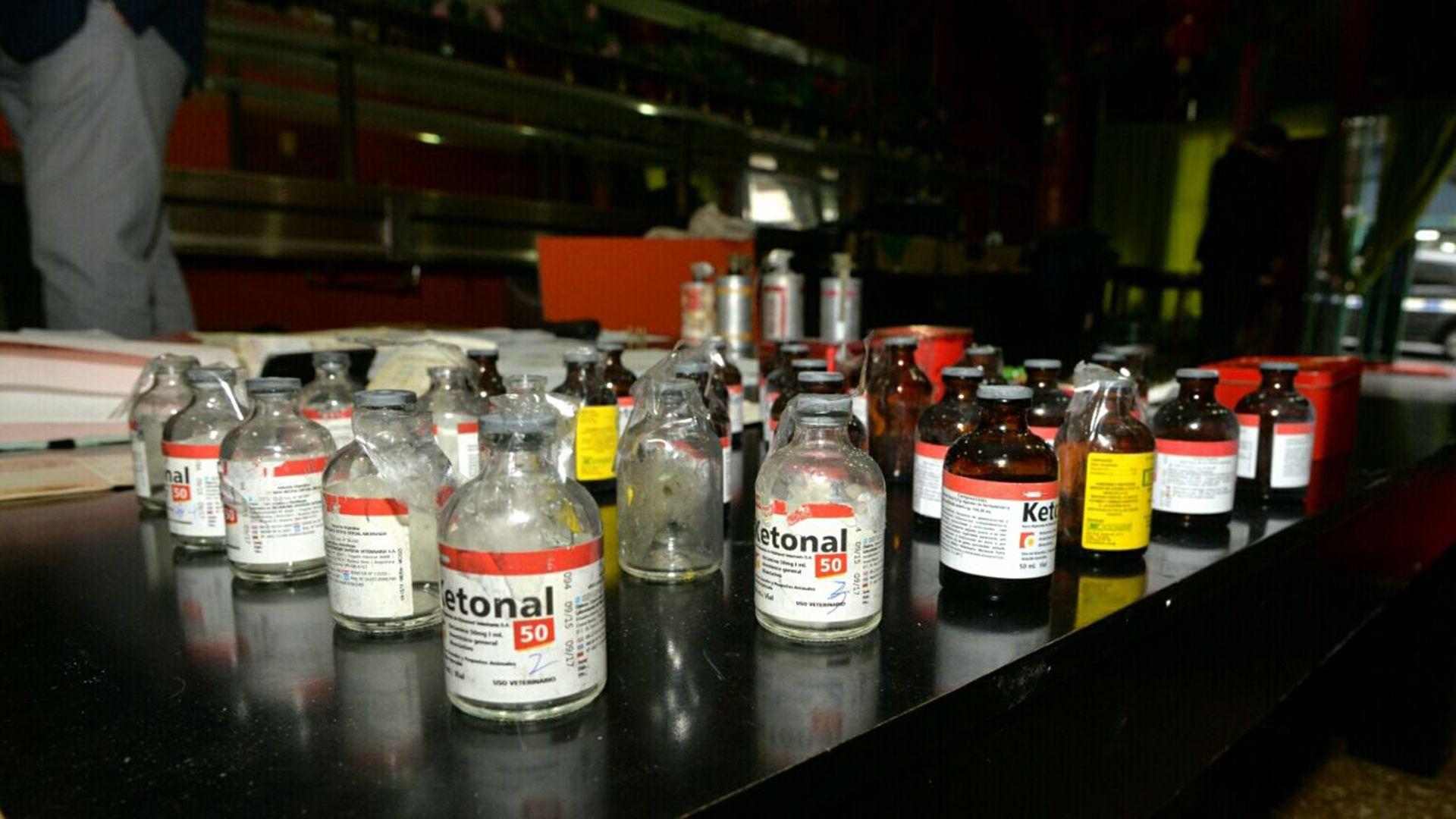 Mayo de 2017: frascos de ketamina en el tenedor libre regenteado por Pi Xiu (Ministerio de Seguridad)