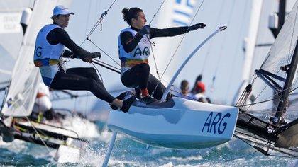 Santiago Lange y Cecilia Carranza son dos de los deportistas que podrán volver a entrenarse para Tokio 2020 (AP)