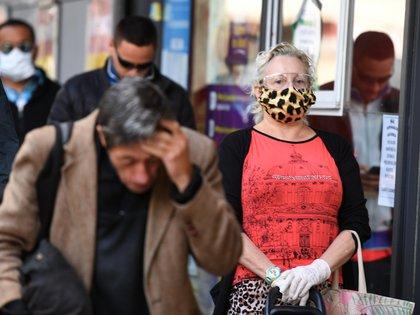 Colocar un paño fino o toalla sobre la boca y nariz de la persona antes de realizar compresiones torácicas es solo una de los principales cambios que originó la pandemia (Maximiliano Luna)